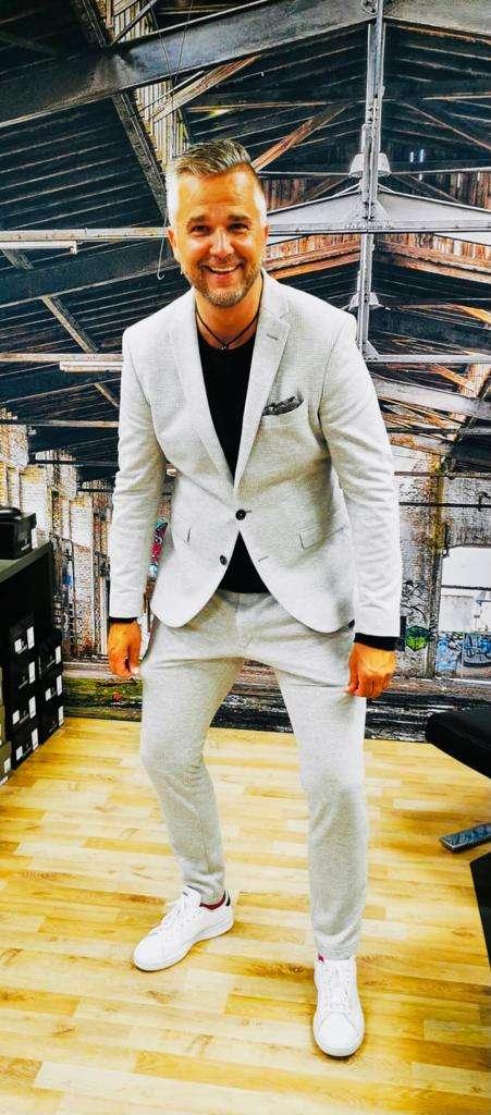 marc-im-sneaker-suit